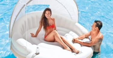 Aufblasbare_Badeinsel_Canopy_Island_im_Pool