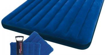 Leichtes mit Handpumpe aufblasbares Luftbett von Intex in blau